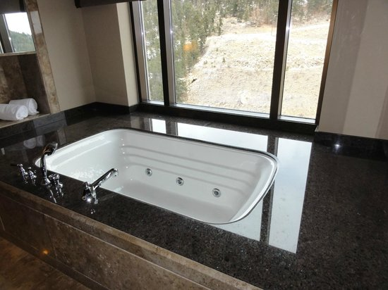 Black Hawk, CO: King Spa Suite