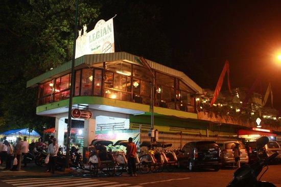Legian Garden Restaurant Is In The Heart Of Malioboro Street Picture Of Legian Garden Restaurant Yogyakarta Region Tripadvisor