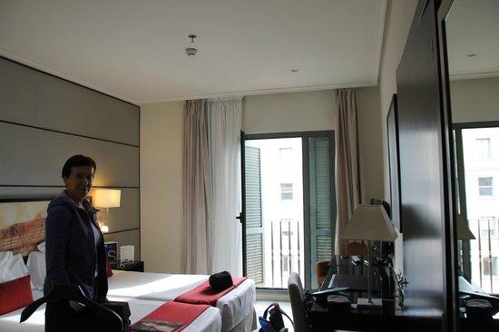 Hotel H10 Universitat:                   Номер 601