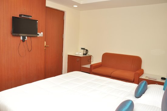 Saravana Boutique Inn: exe room