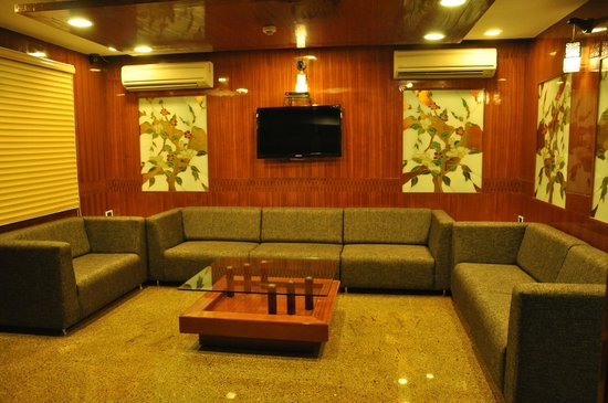 Saravana Boutique Inn: lobby