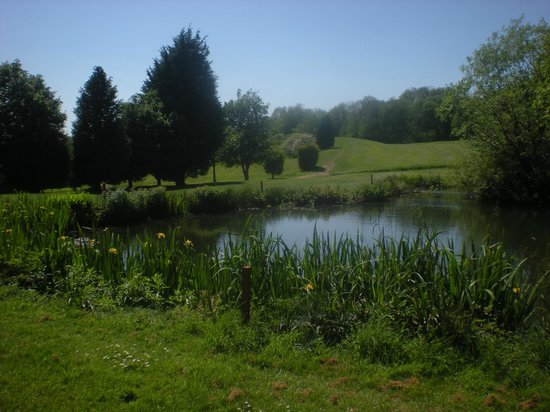 Cotswold Edge Golf Club: 11th over water