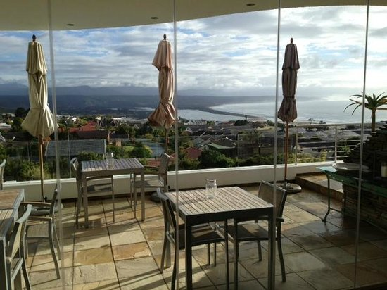 Aquavit Guest House: Terrace where breakfast is served