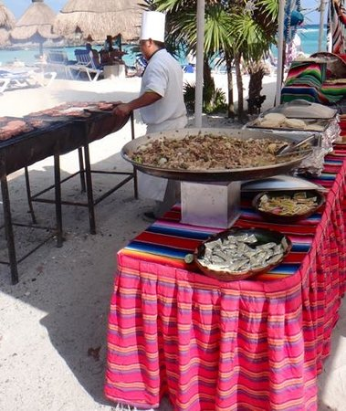 Grand Sirenis Riviera Maya Resort & Spa: BBQ on beach every day at Sirenis Mayan Beach