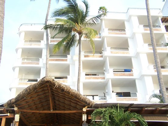 Emperador Vallarta Beachfront Hotel & Suites : view of ocean side of hote from beach