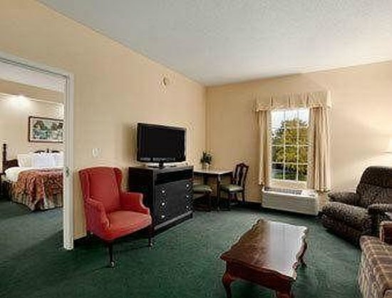 Baymont Inn & Suites Ormond Beach: Suite