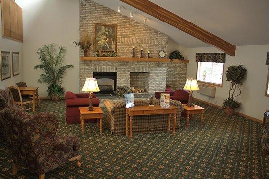 America's Best Inn Annandale: Fireplace Lobby