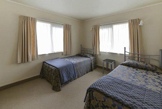 Geneva Motor Lodge : 2nd Bedroom in 2brm unit