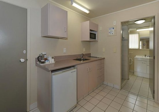 Geneva Motor Lodge: Kitchen of 1brm unit