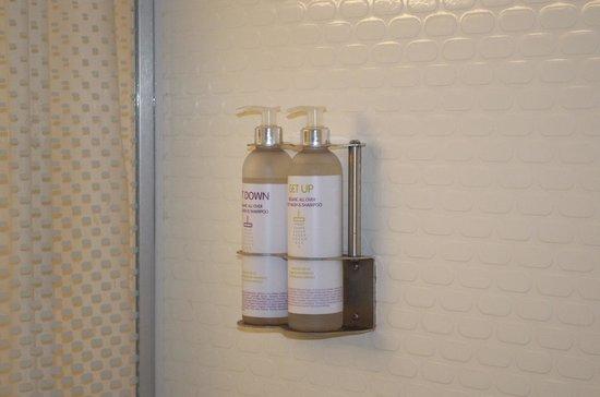 YOTEL New York at Times Square West: Comodi prodotti da bagno a disposizione