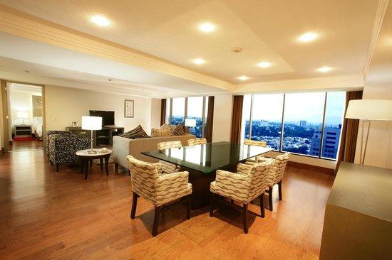 Hilton Guadalajara: Executive Suite Guestroom