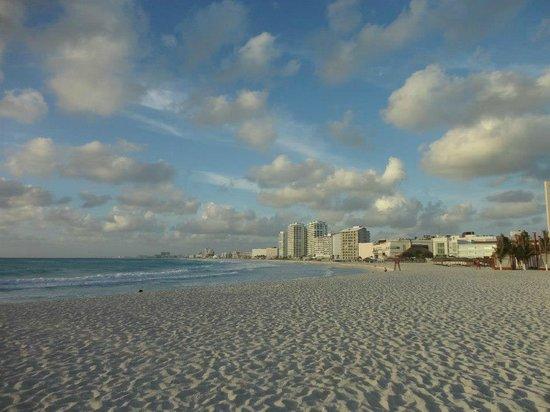 โรงแรมไฮแอทรีเจนซี่แคนคัน: Another view of the beach.