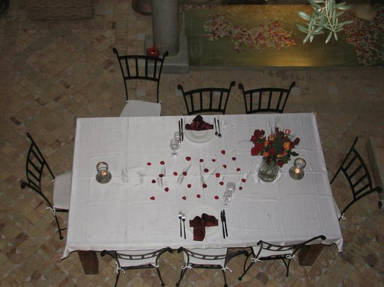 Dar Rocmarra : Dining table, you can order the dinner