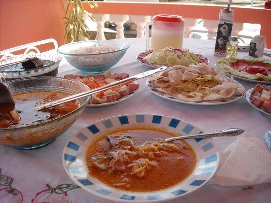 Villa Los Pandaderos: parte de la comida de Midalis