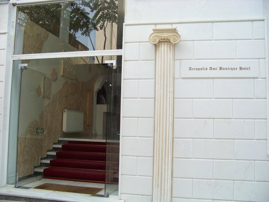 BEST WESTERN Acropolis Ami Boutique Hotel: The entrance to the hotel