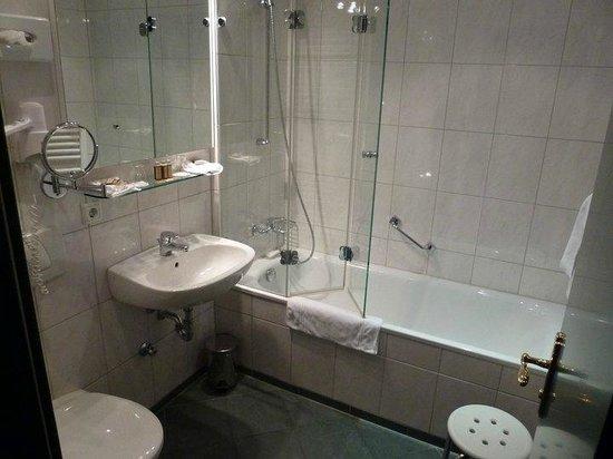 Freisinger Hof Hotel : Single's room bathroom
