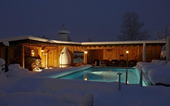 Staudacherhof: Freibad im Winter mit Panoramasauna