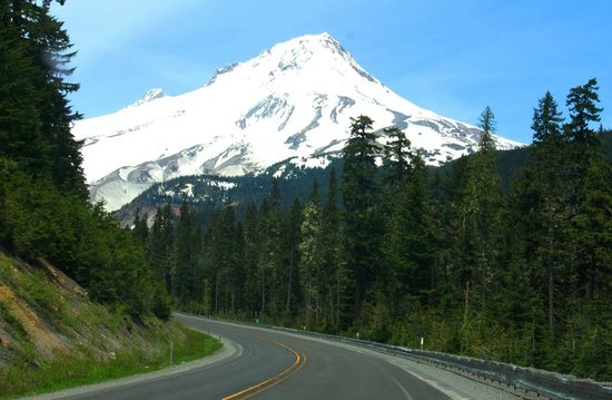 Welches, Όρεγκον: Mount Hood from Scenic Byway