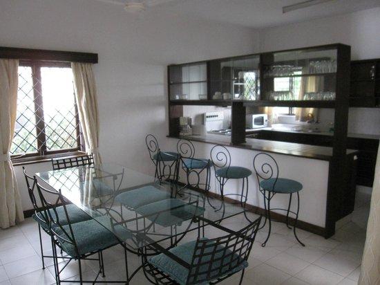 Tamarind Village Apartments: Kitchen/Dining area