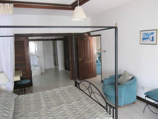 Tamarind Village Apartments: Masterbedroom