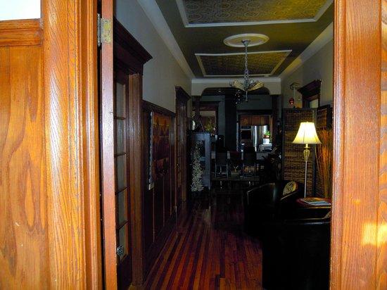 La Petite Bourgeoise: The hall