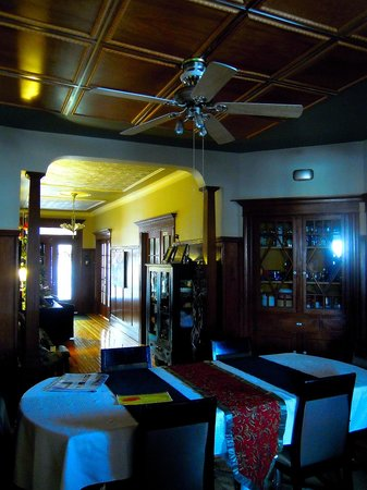 La Petite Bourgeoise: The dining room