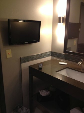 Holiday Inn Express & Suites Amarillo West: Bathroom with a TV!