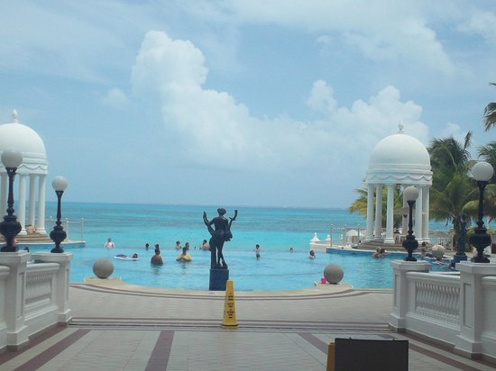 Hotel Riu Palace Las Americas : view outside from lobby