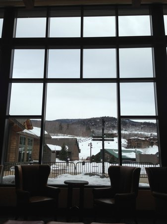 Stowe Mountain Lodge: Window from the Lobby Lounge