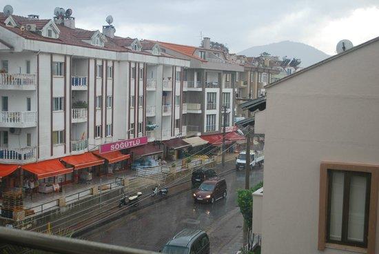 Dost Hotel: yağmurlu bir gün