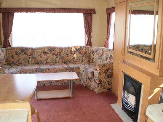 Trees Caravan Park: 3 bedroom caravan - view of lounge area