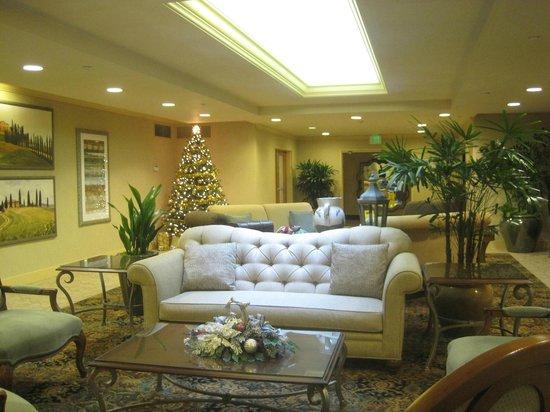 Mediterranean Inn: Lobby
