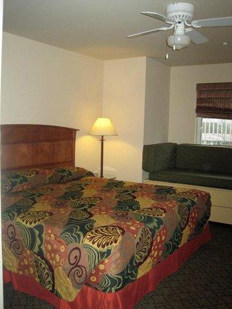 Mediterranean Inn: King Guestroom