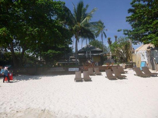 بوري راسا فيلدج: Rear (beach side) of the resort 