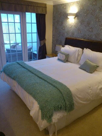 White-Sails: Leamington Room - extremely comfortable bed