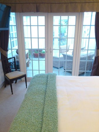 White-Sails: Leamington Room - view out towards the conservatory