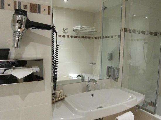 Best Western Masqhotel : Baño limpio y grande