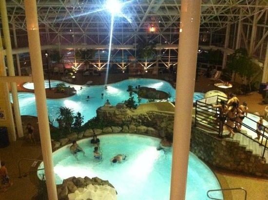 Steele Hill Resorts: Pool Area at night