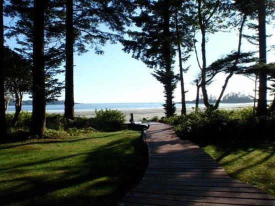 Beach Break Lodge : Walkway to Beach