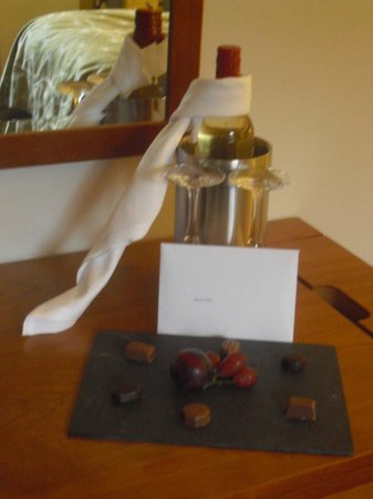 Apex City of Edinburgh Hotel: wine and chocolates with a note I had requested to be left