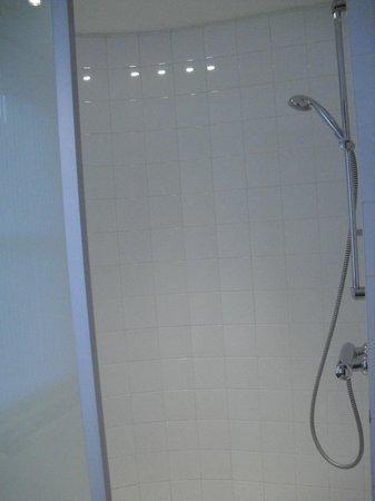 เอเพ็กซ์ซิตี้: Shower