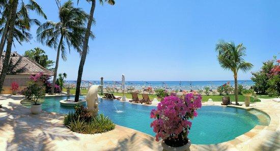 Palm Garden Amed Beach & Spa Resort: Pool mit Liegewiese