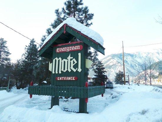 Evergreen Inn:                   As the sign says, it's a motel, not an inn