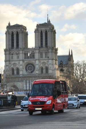 Paris Bus Service Tours