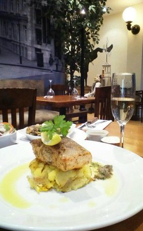 The Courtyard: fillet of salmon&glass of prosecco