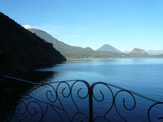 Kaalpul Atitlan Eco Hotel & Spa: A view from the communicty deck.