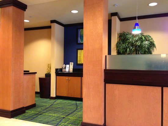 Fairfield Inn & Suites Milledgeville: Computer Center in the Lobby