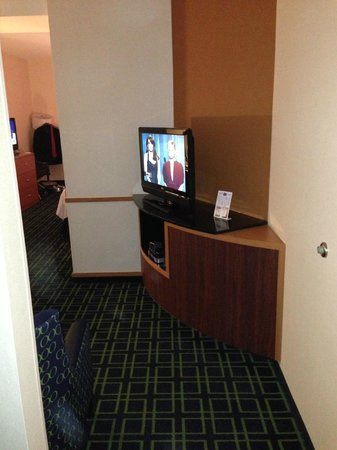 Fairfield Inn & Suites Milledgeville: Another Angle of the Living Room