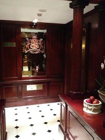 โรงแรม 41: hallway