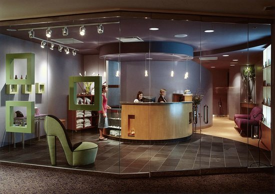 Clarion Hotel Winnipeg: Urban Oasis Mineral Spa Lobby